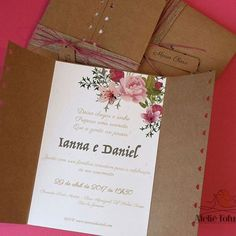 Papelaria personalizada, uma paixão. Convite de casamento de Ianna e Daniel, estilo boho, papel craft e muito carinho em casa detalhe.⠀  .⠀  ⠀  #papelaria #papelariapersonalizada #personalizado #ateliefofurices #paper #silhouette #DIY #festa #festapersonalizada #party #scrapfesta #scrap #papelariacriativa #craft #casamento #wedding #noiva #bride #cerimonial #cerimonialista #convite #convitedecasamento #boho