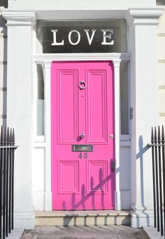 Chelsea London: pink LOVE door