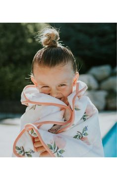 Made from floral printed cotton muslin on one side and soft terry on the reverse, this hooded bath towel and washcloth set is a perfect gift for newborns and toddlers alike.