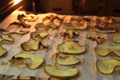 Apfel Chips – Self Made // Es ist wieder Apfelzeit, daher zeigen wir euch ein tolles Rezept, wie man Apfel-Chips ganz einfach selber herstellt. Viel Spass beim ausprobieren: http://www.marein.ch/basteln/4104/apfel-chips-self-made/