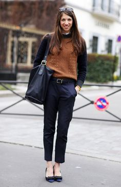 Black cropped pants, a cinnamon sweater, black jacket and bag...very autumn, very lovely