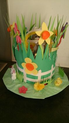 Spring garden Easter bonnet Easter Projects, Easter Crafts, Crafts For Kids, Arts And Crafts, Crazy Hat Day, Crazy Hats, Paper Plate Hats, Easter Hat Parade, Spring Hats