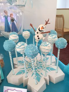 Frozen (Disney) Birthday Party Idea - blue and white cake pops with snowflake holder. Elsa Birthday Party, Frozen Birthday Theme, Frozen Themed Birthday Party, Disney Birthday, 4th Birthday Parties, Birthday Party Decorations, Cake Birthday, Frozen Birthday Cupcakes, Disney Themed Party