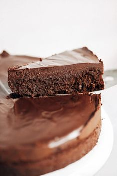 Paleo and dairy free fudgey chocolate cake with a thick layer of chocolate frosting. This easy chocolate cake will win hearts over and make you go back for seconds. Best Ever Chocolate Cake, Chocolate Cake Recipe Easy, Flourless Chocolate Cakes, Paleo Chocolate, Homemade Chocolate, Chocolate Desserts, Chocolate Frosting, Chocolate Chips, Chocolate Fondue
