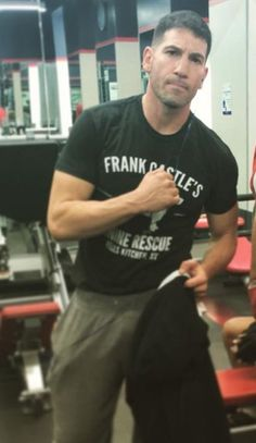 Jon Bernthal with the shirt of Frank Castle - The Punisher