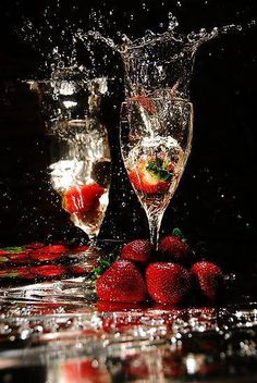 Strawberries and champagne. Happy New Year! My Funny Valentine, Valentines, Alcoholic Drinks, Cocktails, Champagne Cocktail, Champagne Toast, Crystal Champagne, Champagne Flutes, New Years Eve