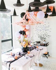 Halloween First Birthday, Pink Halloween, Halloween Party Themes, Halloween Inspo, Halloween Home Decor, Halloween House, Holidays Halloween, Halloween Kids, Halloween Decorations