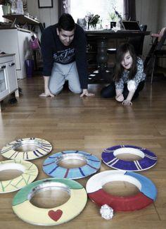 Lag ditt eget spill av papptallerkener. | Idebank for småbarnsforeldreIdebank for småbarnsforeldre