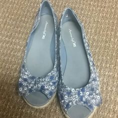 Beautiful open toe flats Floral with bow detail - Blue American Eagle Outfitters Shoes Flats & Loafers