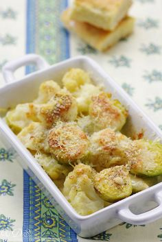 French Brussel Sprouts and Cauliflower Gratin - Gratin de chou-fleur aux anchois et pecorino - use google translator
