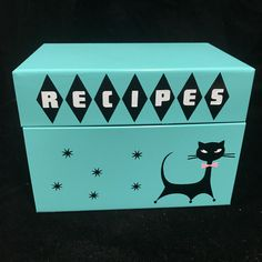 This box is in Great shape. Vintage Metal, Vintage Items, Metal Tool Box, Atomic Ranch, Retro Flowers, Here Kitty Kitty, Vintage Recipes, Tins, Recipe Box