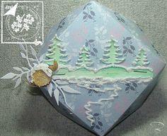 Diamantbox mit Tannen http://billes-bastelblog.blogspot.de/2016/10/diy-kleiner-umschlag-mit-dem-envelope.html Viele Bastelgrüße Bille