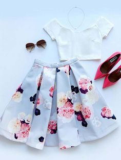 Vintage design, floral print, delicate clipping bring up this lovely matching set. I wanna travel to every angle of world wearing it in this summer of 2015. More surprise at OASAP!