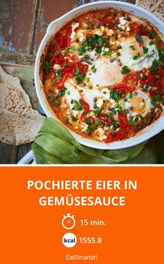 Pochierte Eier in Gemüsesauce - smarter - Zeit: 15 Min. | eatsmarter.de