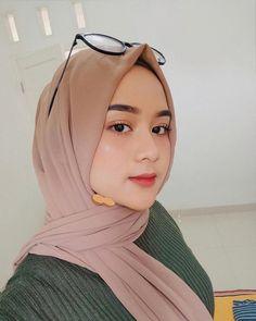 Kacangkacang Hijab Niqab, Ootd Hijab, Hijab Chic, Street Hijab Fashion, Muslim Fashion, Fashion Outfits, Hijabi Girl, Girl Hijab, Muslim Girls