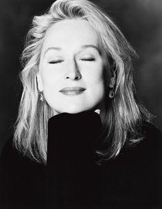 Эта блестящая актриса ипросто элегантная женщина достойна восхищения.