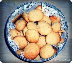 Aprende a preparar galletas de naranja con esta rica y fácil receta. Primero precalentar el horno a 180º. Seguidamente poner en un bol la harina la levadura una pizc...