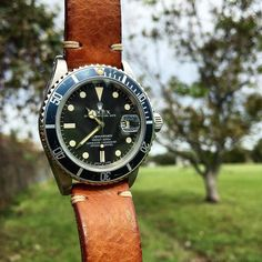 Rolex 16800 Sub on @bulangandsons leather strap for this beautiful #Friday in South Texas - yes it's mid-November and there's still some green grass hanging on... Perfect backdrop for today's #bulangfreebiefriday #Rolex #rolexwatch #sub #submariner #vintage #vintagerolex #vintagesub #luxury #leather #fadedbezel #patina #watcheswithpatina #bulangandsons by bzabodyn214
