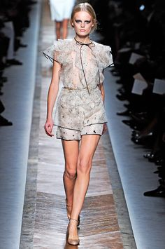 Valentino Spring 2011 RTW - Review - Fashion Week - Runway, Fashion Shows and Collections - Vogue