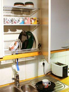 洗いあげた食器を直接収納してしまえる戸棚