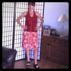 Old Navy Floral Patterned Skirt Old Navy beige and maroon colored, floral patterned skirt.  100% rayon. Zips on side. Size 10 Old Navy Skirts Midi
