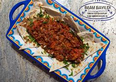 Whatever the origin of the name, imam bayildi is a delicious recipe of an eggplant canoe with a tomato, onion and garlic filling. Simple yet delicious!