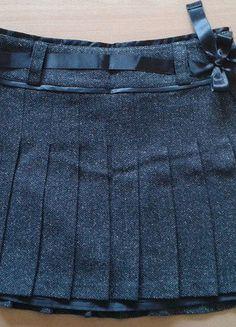 À vendre sur #vintedfrance ! http://www.vinted.fr/mode-femmes/jupes-plissees/28289228-jupe-courte-plissee-grise-camaieu