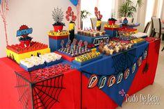A festa do Homem Aranha para o Antonio ficou linda! Confira os detalhes em www.tudodebem.com.br #festahomemaranha #festasuperherois #festademenino #mesadedoces