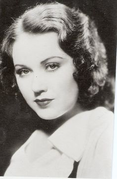 """American actress, Fay Wray (loved by the biggest actor in Hollywood """"King Kong"""")"""