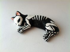Day of the dead cat sculpture hand painted cat figurine Dia de los muertos pet memorial sugar skull kitten halloween decor cat skeleton