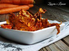 Le chips di carote sono uno stuzzichino davvero sfizioso da servire ad un aperitivo o ad una cena informale tra amici. Facilissime da preparare!