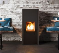 The new collection of Scandinavian-inspired stoves relaunches MCZ's stylistic icons: no front ventilation grilles and extreme care in the selection of materials.