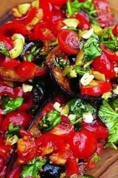 Bruschetta With Tomatoes, Mozzarella And Olives recipe with 350 calories. Authentic Italian Pizza, Food Nutrition Facts, Classic Salad, Country Bread, Olive Recipes, Bread Alternatives, Tomato Mozzarella, Recipe Instructions, Plum Tomatoes