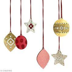 Decora estas bonitas bolas de Madera 2D con pintura, purpurina y washi tape gracias a este DIY inspiración decoración de Navidad. ¡Crea decoraciones que iluminen tu árbol de Navidad!