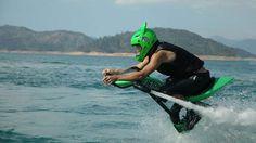 ¿Verano de playa? Disfrútalo volando y haciendo piruetas sin parar sobre el agua con las nuevas motos voladoras acuáticas.