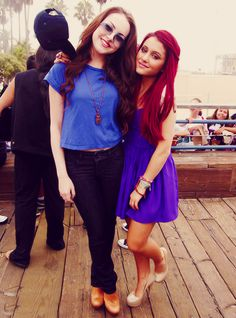Ariana Grande and Liz Gillies from the nickelodeon show 'Victorious'