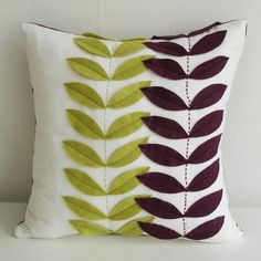 Linen and felt pillow. These applique leaves would be useful on so many things--clothing, scarves, a border for a placemat, bags. Cute Pillows, Diy Pillows, Linen Pillows, Decorative Pillows, Throw Pillows, Cushions, Felt Crafts, Fabric Crafts, Sewing Crafts