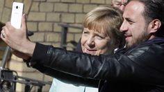 Angela Merkel am Donnerstag in einem Berliner Flüchtlingslager.
