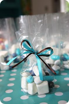 Barnedåbsforberedelser - slikposer som bordkort Boy Baptism, Christening, Wedding Favours, Party Favors, Niklas, Baby Barn, Tiffany Party, Baby Boy Birthday, New Years Decorations