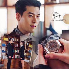 Hyun Bin - Son Ye Jin (Crash landing on you) Hyun Bin, Korean Drama, Michael Kors Watch, Landing, Fangirl, Sons, My Favorite Things, Ciel, Education