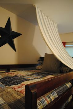 Super Easy Bunk Bed FORT!  http://housebyholly.blogspot.com/2012/08/haydens-crab-shack.html