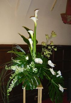 Modern Floral Arrangements | Modern pedestal arrangement
