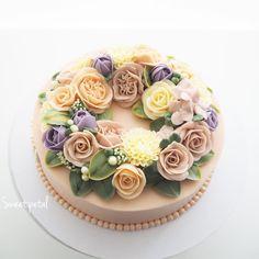 Repost sweetpetalcake    Special size flower buttercream cake