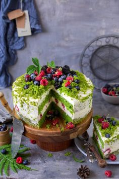 """""""Forest moss"""" cake – Pastry World Baking Recipes, Cake Recipes, Dessert Recipes, Moss Cake, Turnip Cake, Easter Dishes, Naked Cakes, Pretty Birthday Cakes, Tea Cakes"""