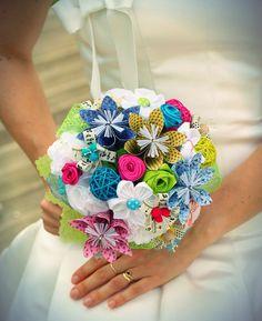 Le bouquet de la mariée {résultat final} – thats all.am Paper Bouquet Diy, Diy Paper, Wedding Flower Guide, Diy Wedding Bouquet, Bridal Bouquets, Origami Lamp, Diy Origami, Origami Owl Fundraiser, Rainbow Origami