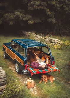 Prepare for Autumn - Classy Girls Wear Pearls Camping Sauvage, Camping 3, Freedom Travel, Saint Nazaire, Jeep Wagoneer, Classy Girl, Us Cars, Jeep Grand, Girls Wear