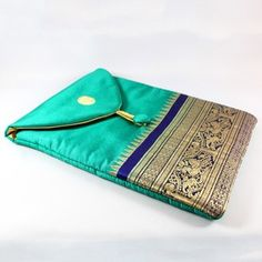 Emerald Green iPad Case by mayabyasha on Etsy Quilting For Beginners, Sewing For Beginners, Bed Cover Design, Reuse Old Clothes, Potli Bags, Fabric Bags, Fabric Scraps, Quilt Patterns, Sewing Patterns