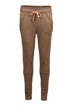 Eine coole Jogginghose darf in keinem Kleiderschrank fehlen 49,95€ ♥ Hier kaufen: http://www.stylefruits.de/hose-mit-elastischem-bund-selected-femme/p5204282 ♥