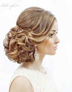 Effortlessly Elegant Wedding Hairstyle Inspiration (New!). To see more: http://www.modwedding.com/2014/07/17/elegant-wedding-hairstyle-inspiration-new/ #wedding #weddings #hair #hairstyle Featured Wedding Hairstyle: Elstile