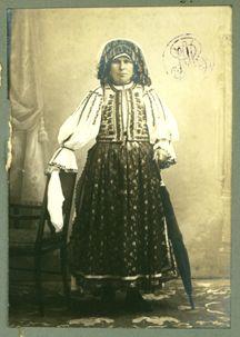 File:Adler - Costum popular femeiesc din Orăştie, jud. Hunedoara 2.jpg